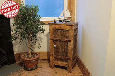 Rustic Floor Cabinet With Shelves Made With Pallet Wood - Arte Povera - 1