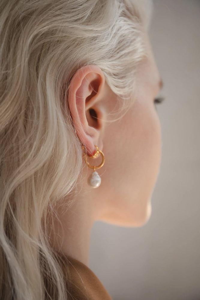 ACCESSORIES - Eva Pearl Sleeper Hoops - GOLD
