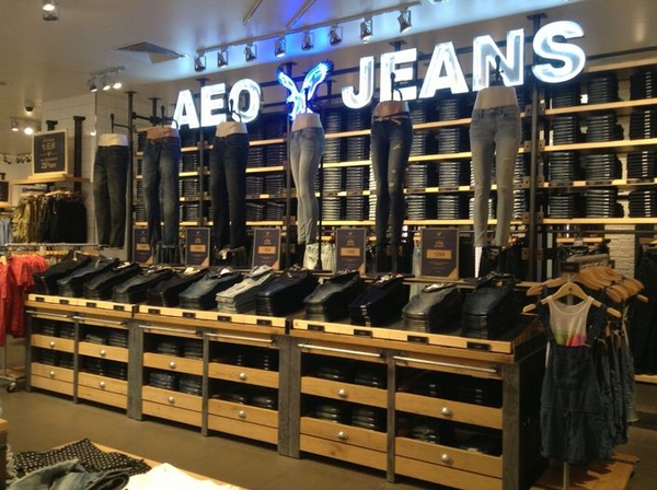 American Eagle power wall | Shopify Retail blog