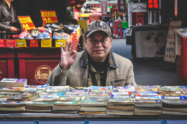 Older man selling boos | Shopify Retail blog
