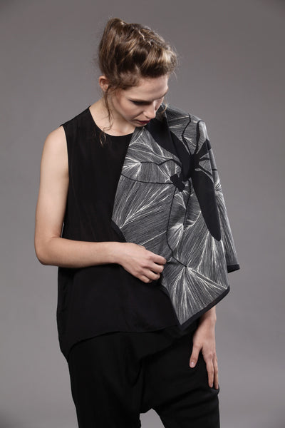 The-Black-and-White-Insect-Scarf-silk-carre-square-65x65-model-packshot