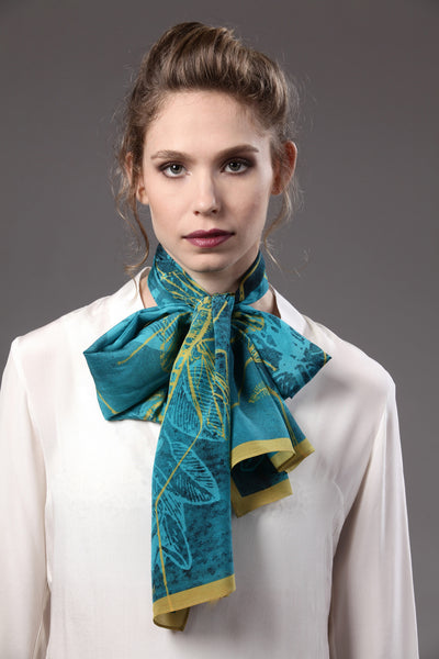 The-Blue-Mosquito-scarf-silk-rectangular-yellow-45x180-model-packshot-2_resize
