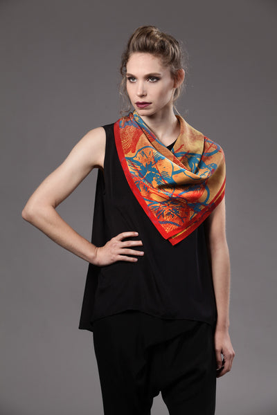 The-Bright-Yellow-Dragonfly-Scarf-silk-carre-square-red-blue-90x90-model-packshot_resize