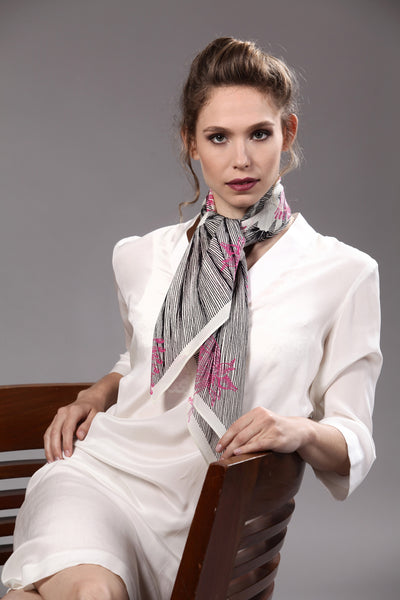The-Pink-Line-Flower-Scarf-silk-carre-square-black-white-90x90-model-packshot-2