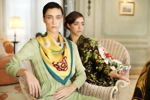 The-Yellow-Camelia-Silk-Scarf - square-carre-90x90-campaign5