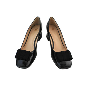 Black patent leather court shoe with suede flat bow, square toe and low block heel