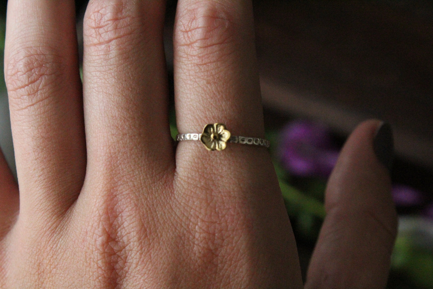 Size 9; Two Tone Flower Ring