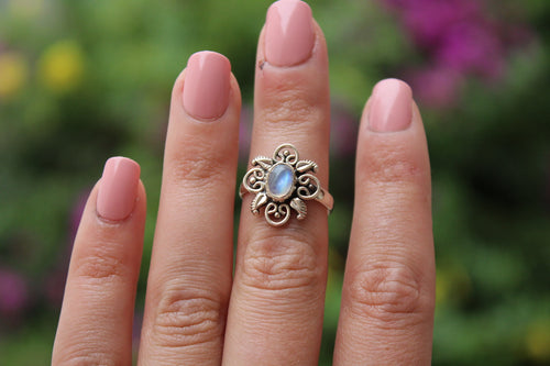 Size 7; Moonstone Ring
