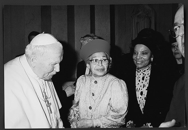 rosa parks meets the pope with onlookers. image courtesy of the library of congress.