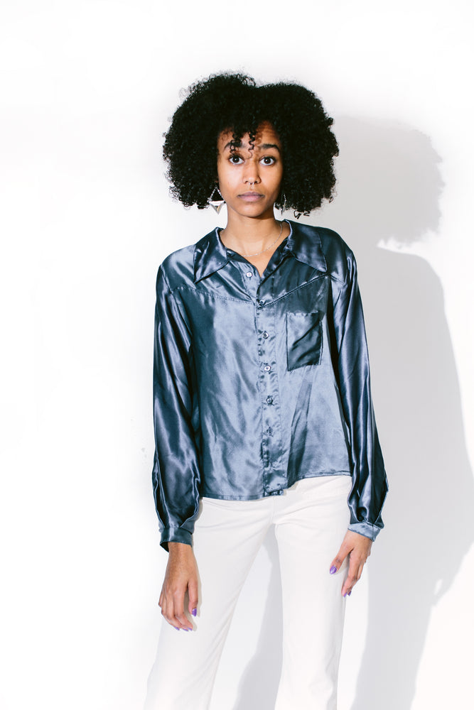 Load image into Gallery viewer, silk dude blouse - basic.