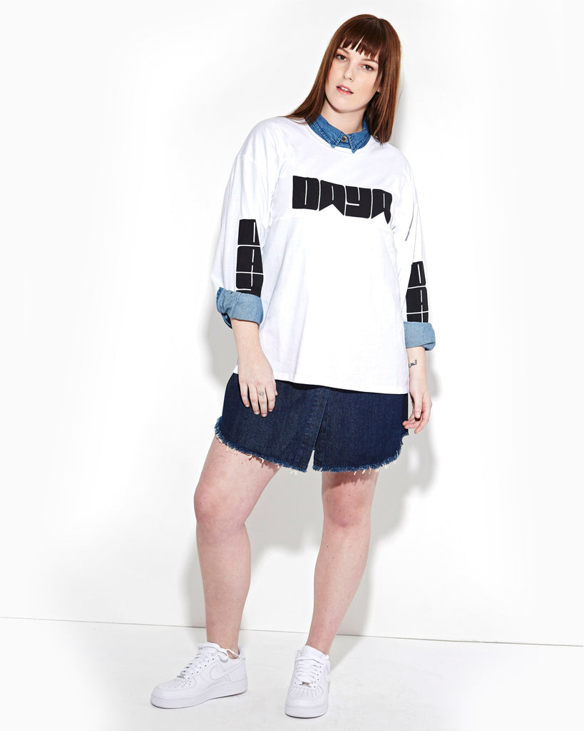 WHITE LONG SLEEVE OVERSIZE TEE
