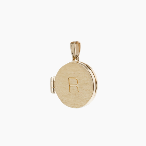 9 carat gold locket pendant with initial engraved on a link