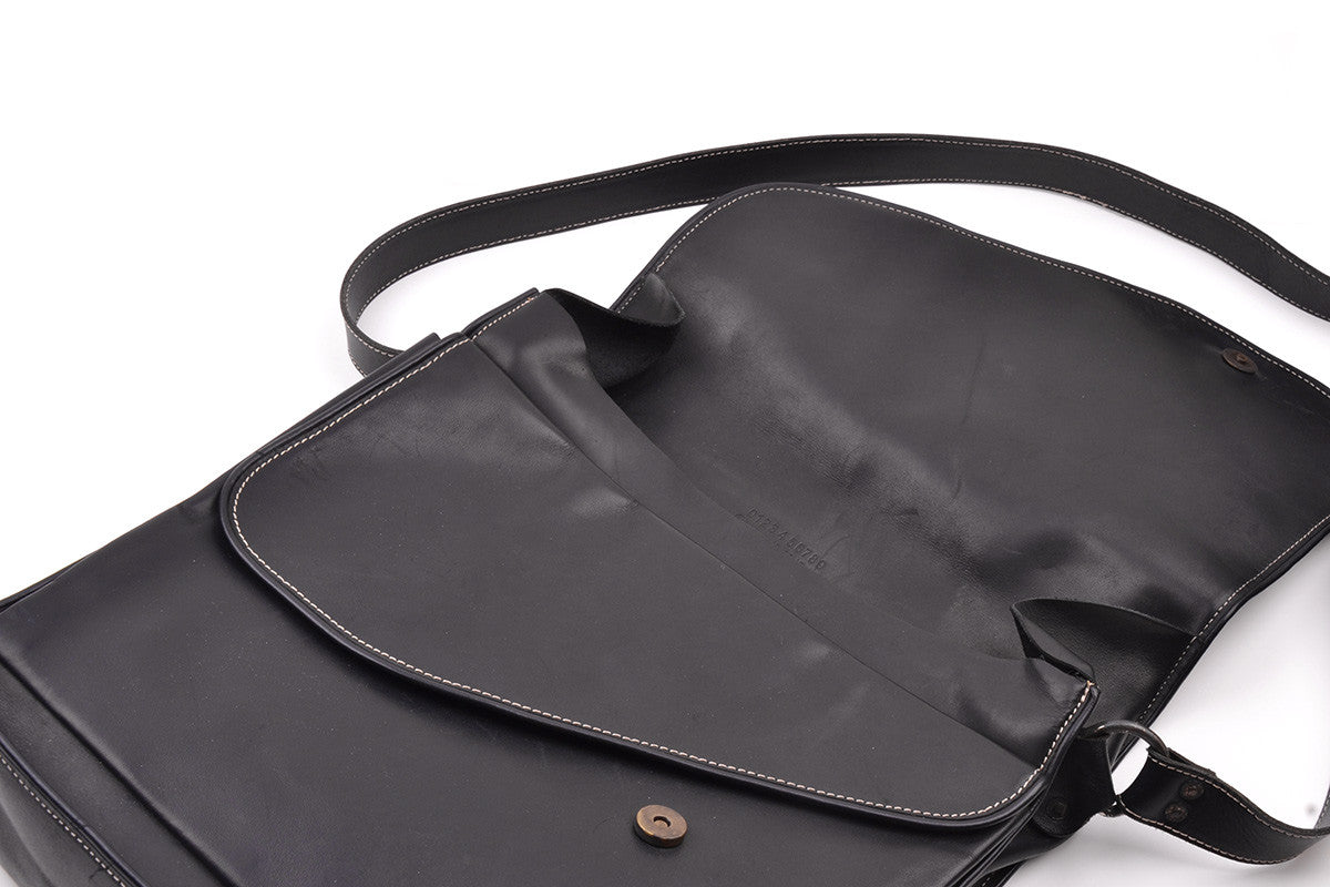 2001 S/S POSTAL LEATHER BAG WITH CONTRAST STITCHING