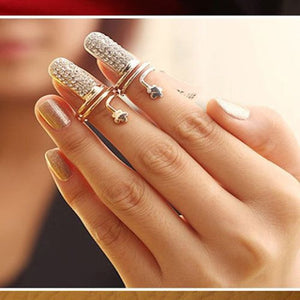 HEART AND RHINESTONE NAIL RING.