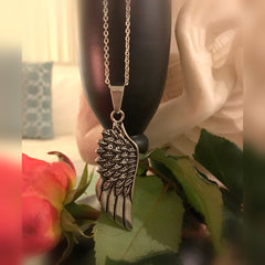 Necklaces Pendant with Silvertone Chain