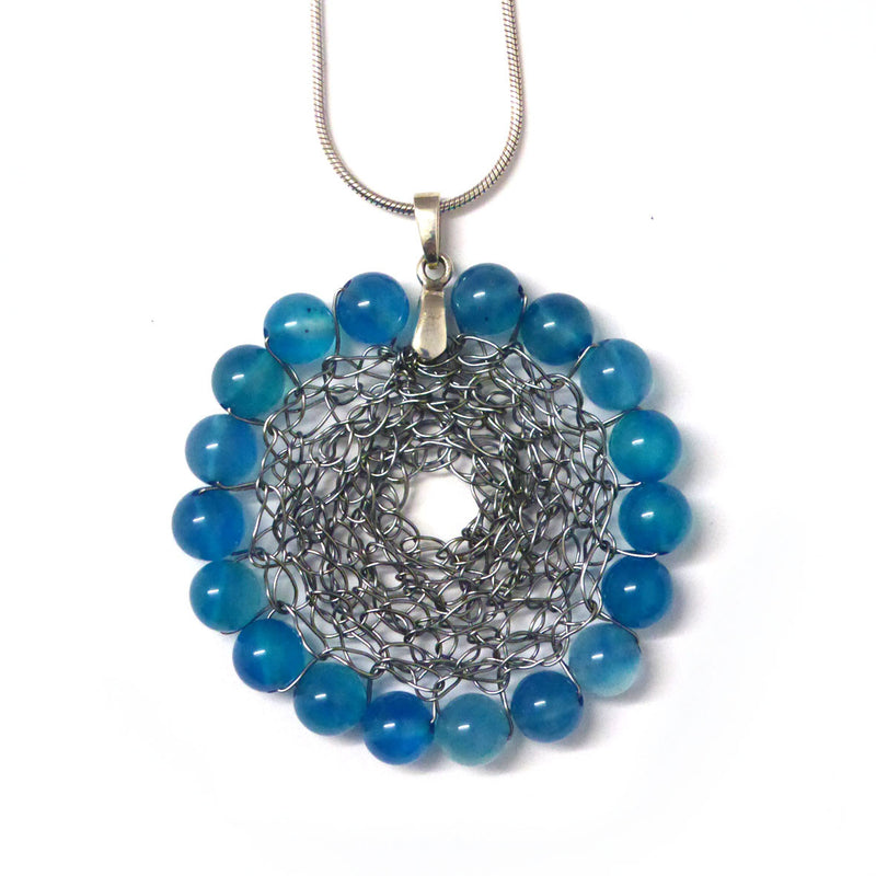 Round pendant - Grey / dyed quartz