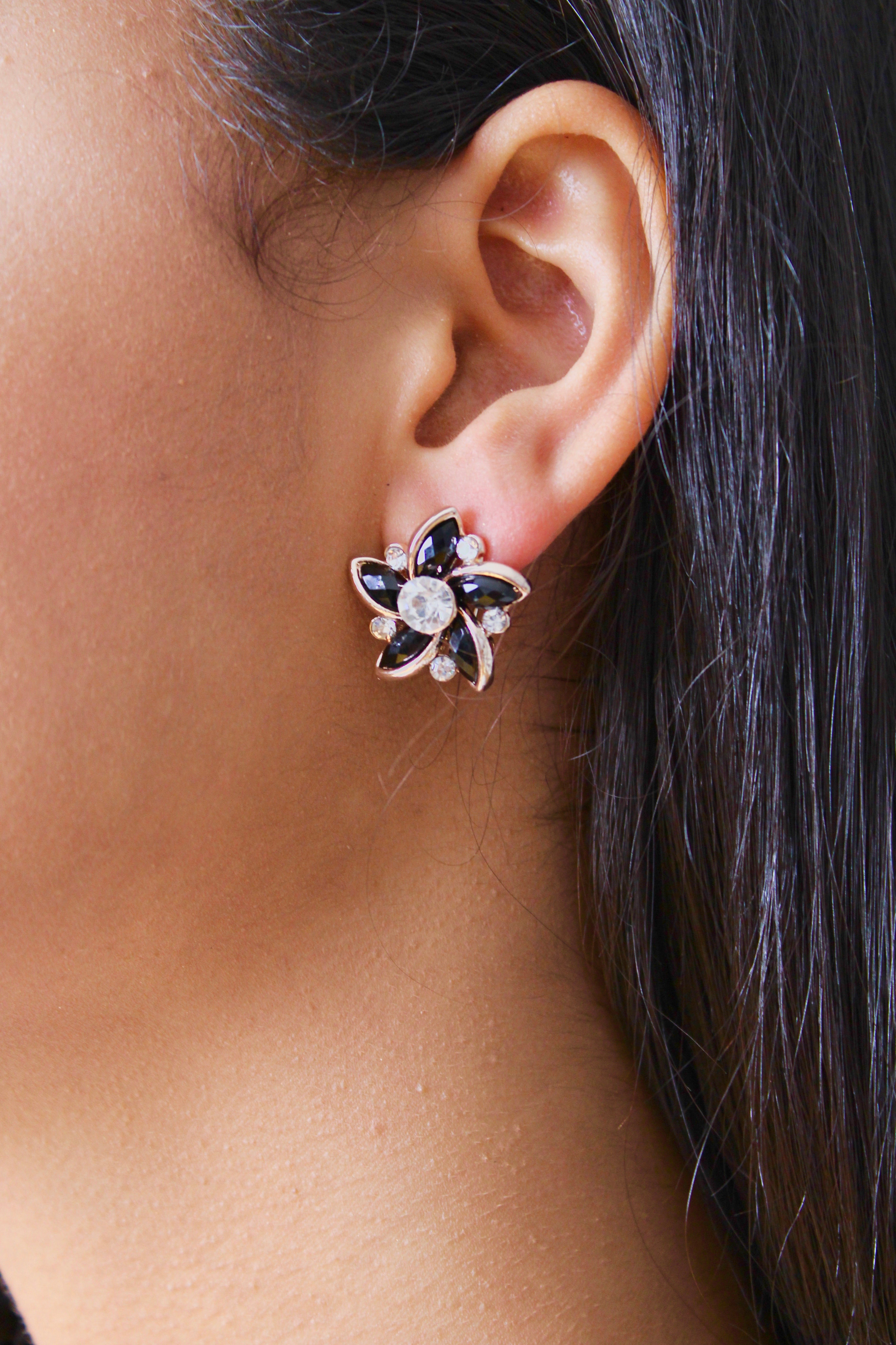 Olivia Stud Earrings in Black