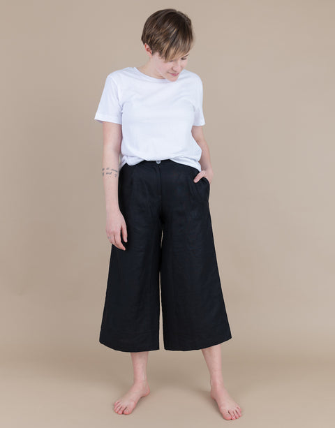 Zoe Pant in Black (Size 6)