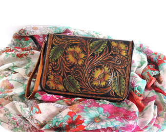 WOMEN'S HANDTOOLED LEATHER Clutch. Wallet Zipper.