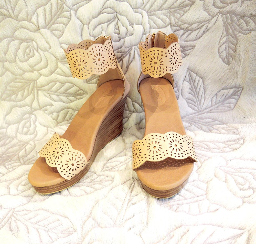 PLATFORMS SHOES in Nude Blush Handtooled Leather. Platform Heels in Hand Cut Scallops
