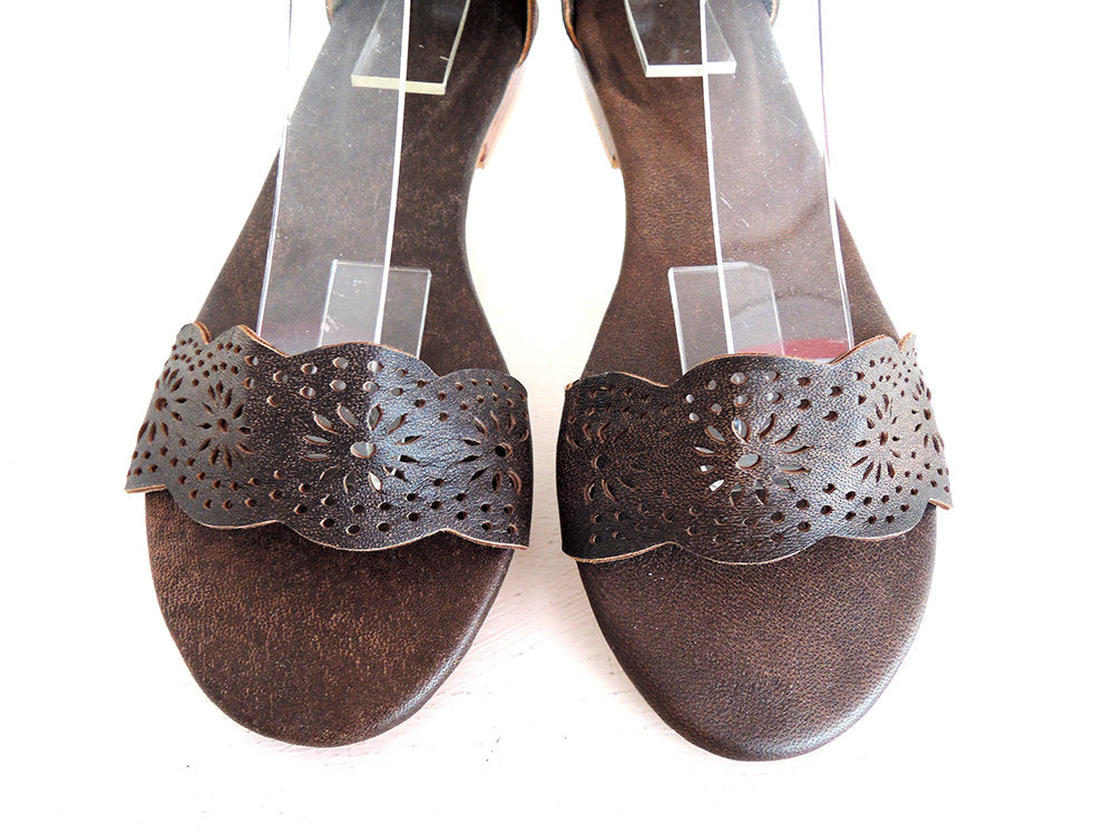 47cc0a8fb7f6e BROWN LEATHER SANDALS / Scallop Shoes / Hand Tooled / Vintage Brown Boho