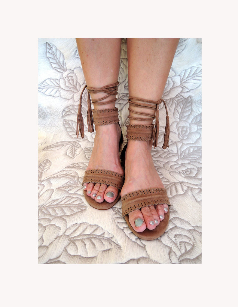 BROWN LEATHER SANDALS Summer Suede Flats w/ Scallop Trim.