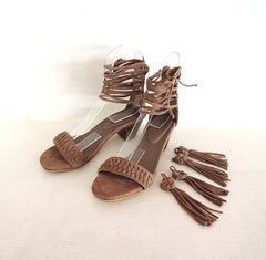 CHINESE KNOT DANCE Handmade Fringe Sandals. Block heel Beige Suede Shoes