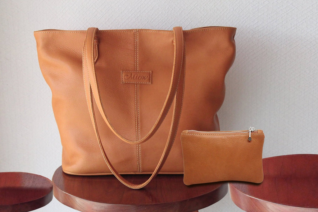 TAN LEATHER TOTE BAG WITH 2 ZIPPER TOP