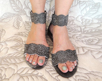 Britney Flast Sandals in Grey Leather