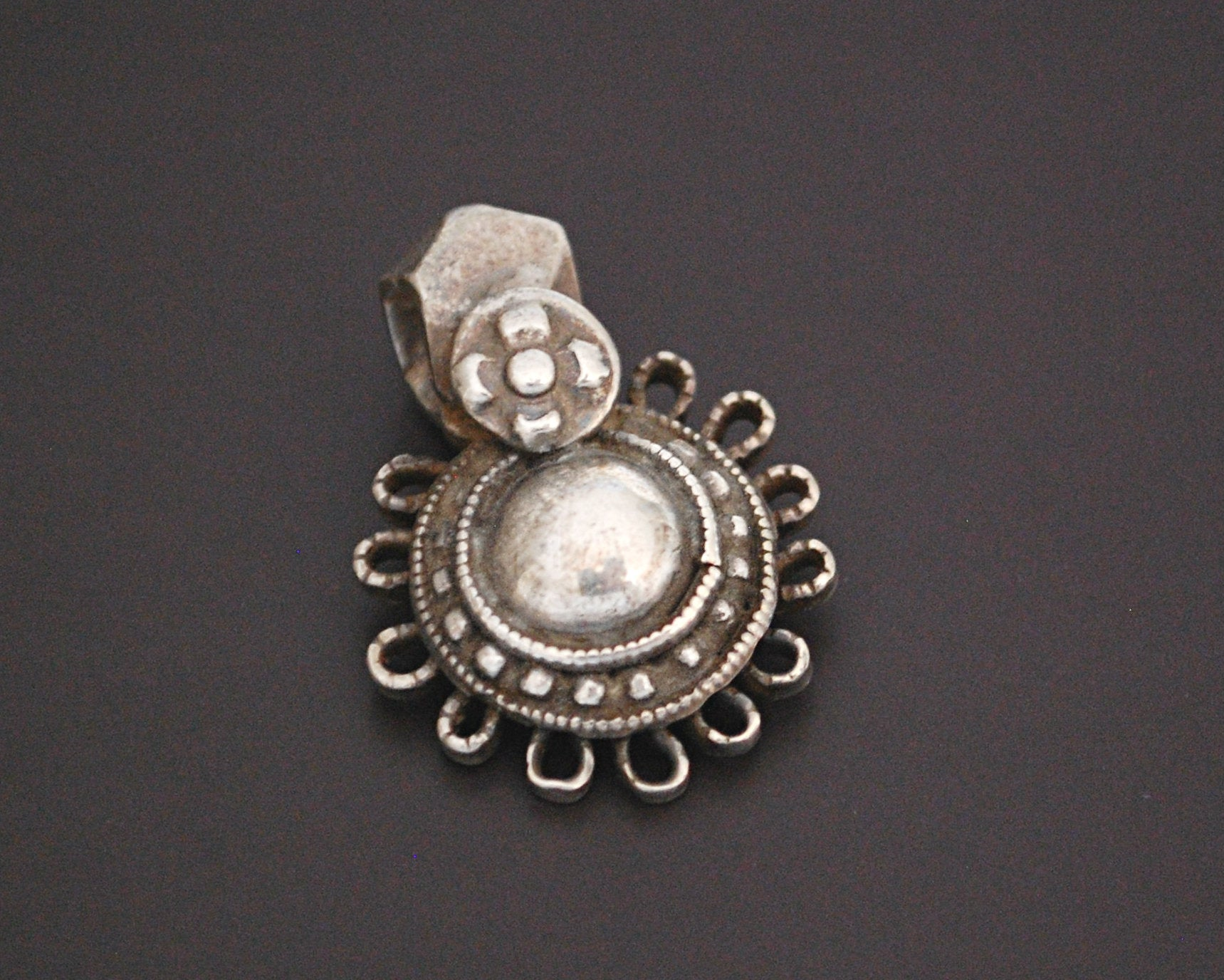 Indian Tribal Silver Pendant - Flowery Shape