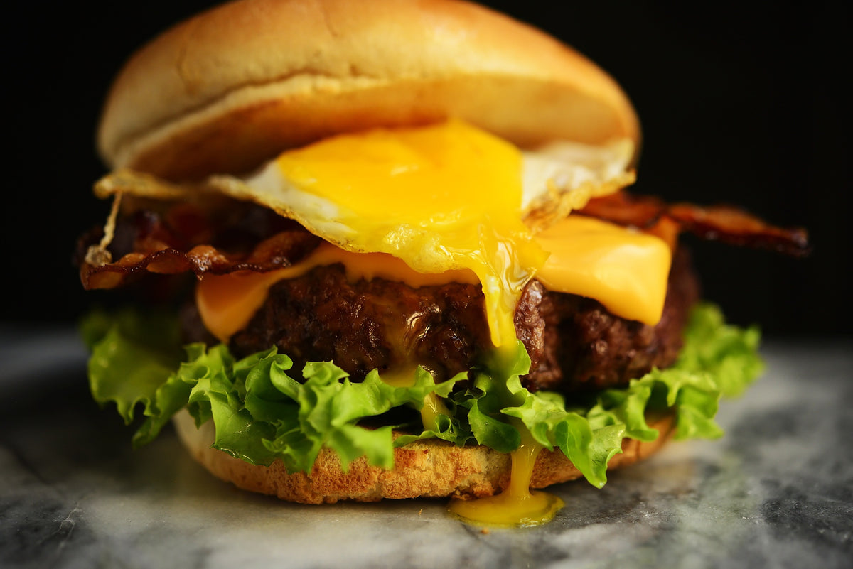 Come si fa: Bacon Cheeseburger con uovo fritto