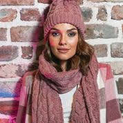 Rant and rave holly hat and scarf set