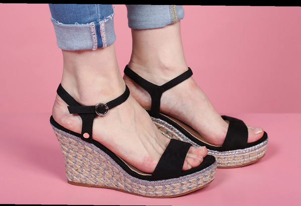 Rant and rave black wedge
