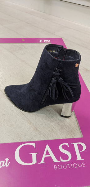 Stunning navy boot