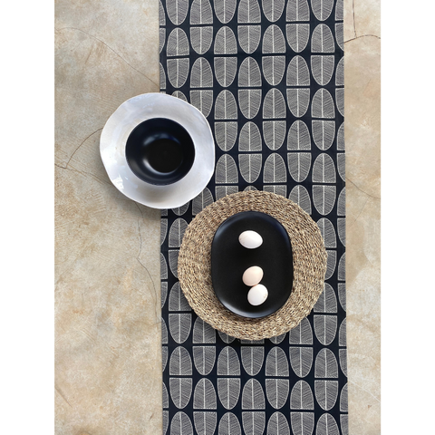 Table runner Banana Leaf Parchment on Black