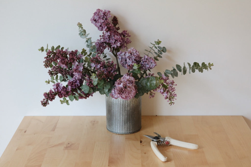 DIY Spring Floral Arrangement: The Focal Flowers