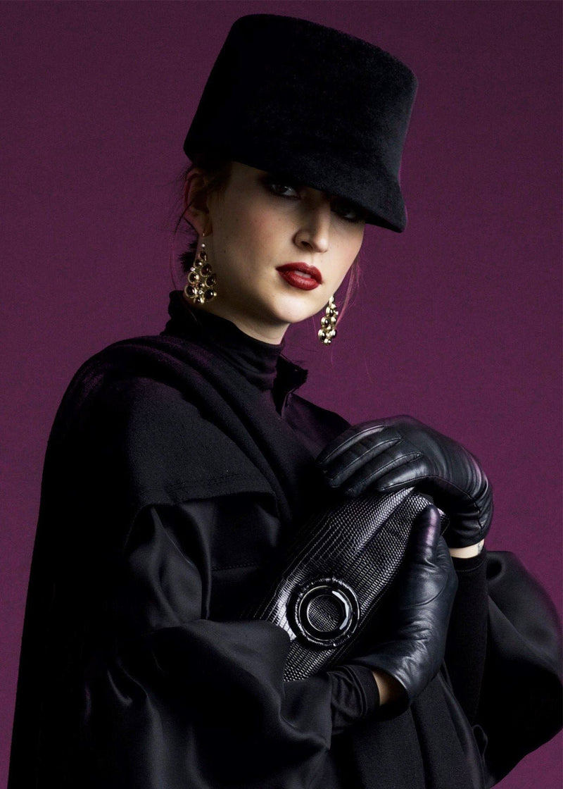 Model with Black Lizard Grommet Roll Clutch - Darby Scott