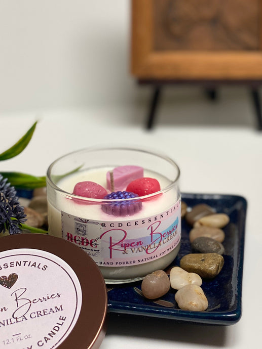 Ripen Berries & Vanilla Cream ~ Natural Hand Poured Soy Candle (Med. Glass Jar)