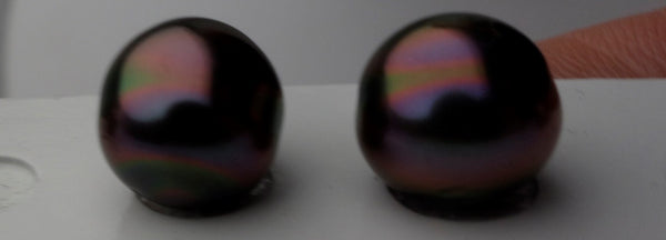 Oil slick peacock colors on a Tahitian pearl