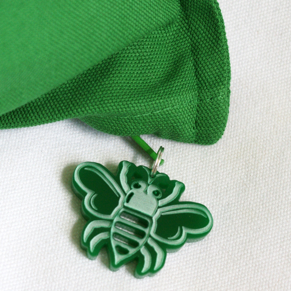 Brit and Bee GREEN BEE Zip-Pull