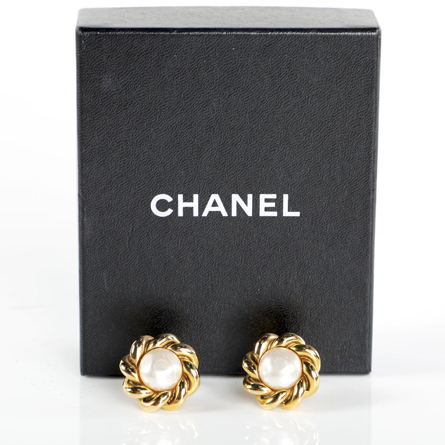 Vtg 90s CHANEL Pearl Rope Frame Clip On Earrings