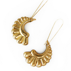 Larissa Loden Curvy Scalloped Earrings