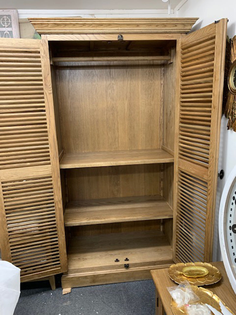 SHUTTER DOUBLE-DOOR CABINET Oak natural