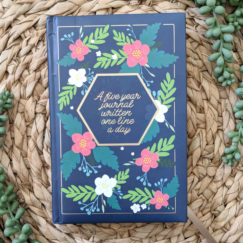 A Five Year Journal Written One Line A Day (Navy Floral)
