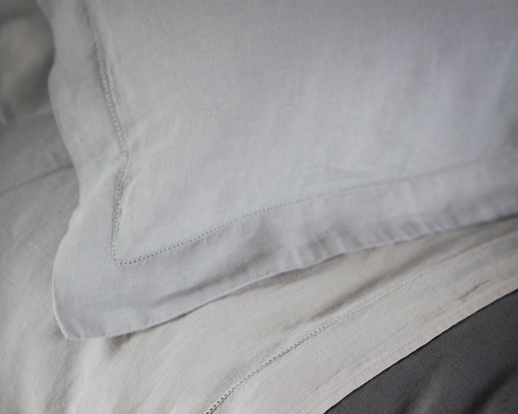 Pillowcase Oxford Moustier Duck Egg | Fitted Sheet Classic White | Flat Sheet Classic White | Duvet Cover Lens Charcoal