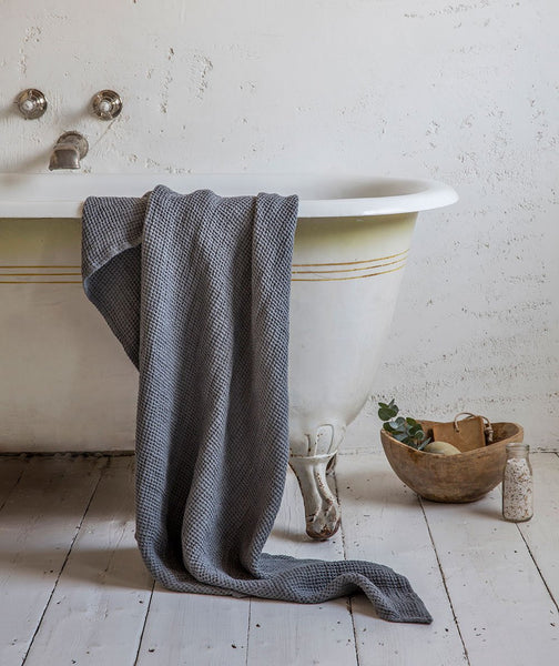 Charcoal Linen Waffle Bath Towel - The Linen Works