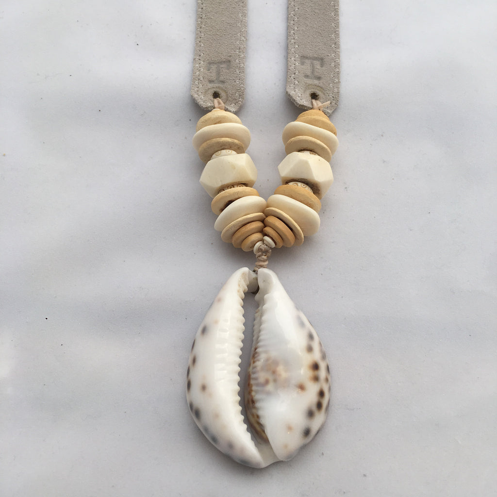 Twine & Twig- Single Cowrie Necklace