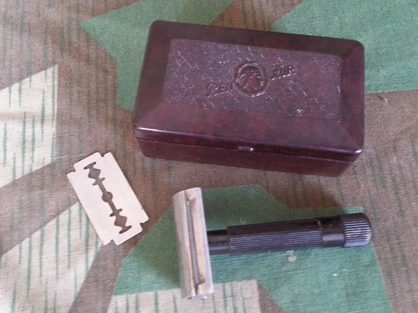 Original WWII-era German Ben-Hur Bakelite Razor and Box