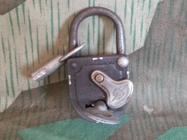 Original WWII German Doppelhand Lock 2 Keys