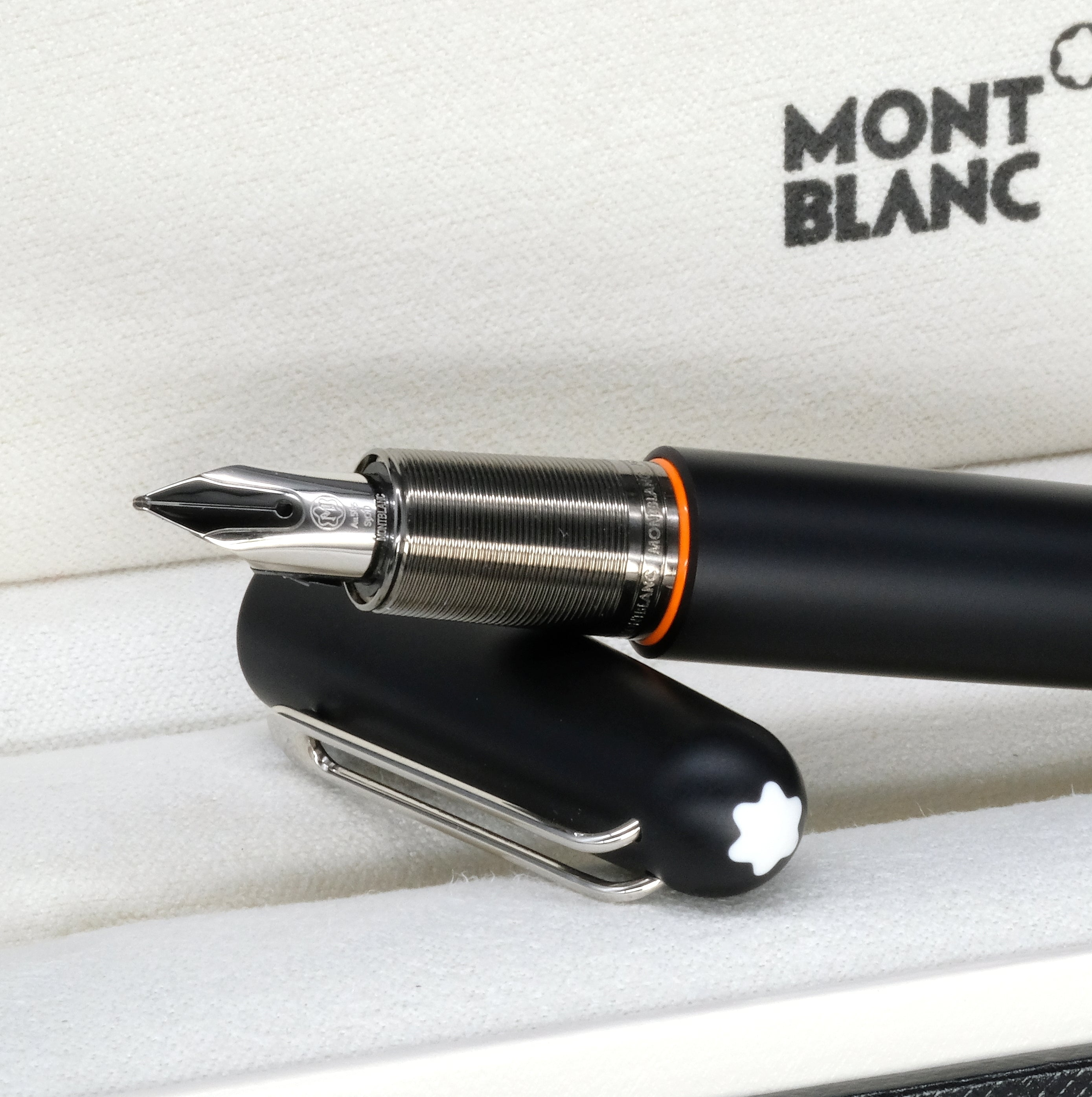 [Brand New Accessories] Montblanc Ultra Black Fountain Pen 116562
